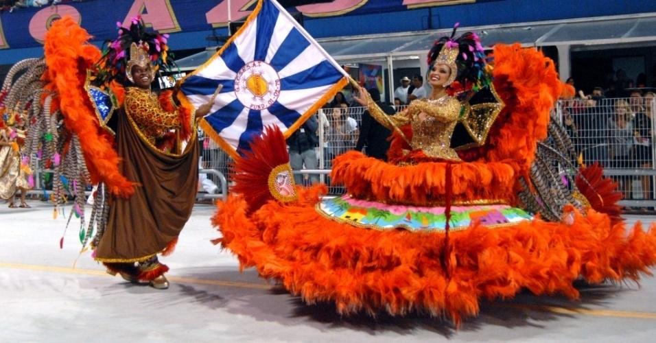 Thais Paraguassú e Robinson da Silva, primeiro casal de mestre-sala e porta-bandeira da Acadêmicos do Tucuruvi, participaram do ensaio da escola no domingo (22/01/12) no sambódromo do Anhembi