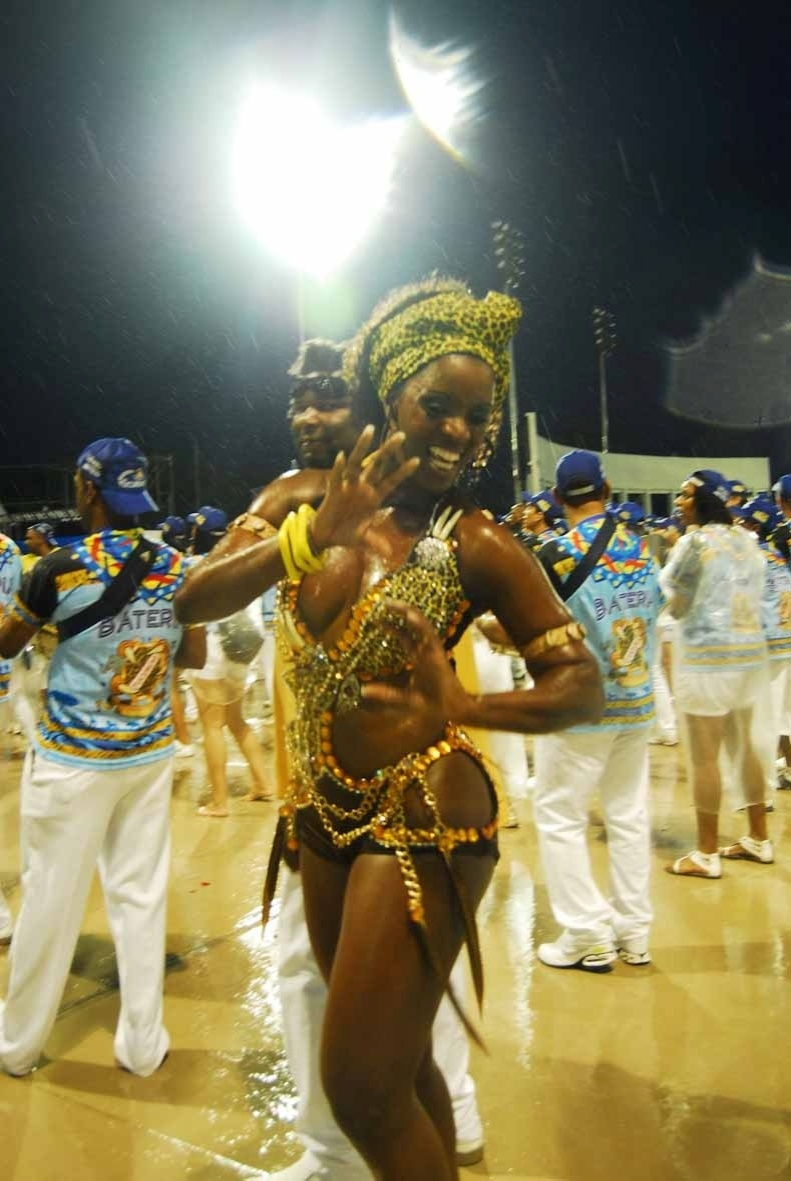 Valria de Paula, rainha da bateria da Acadmicos do Tucuruvi, participou do ensaio da escola no domingo (22/01/12) no sambdromo do Anhembi