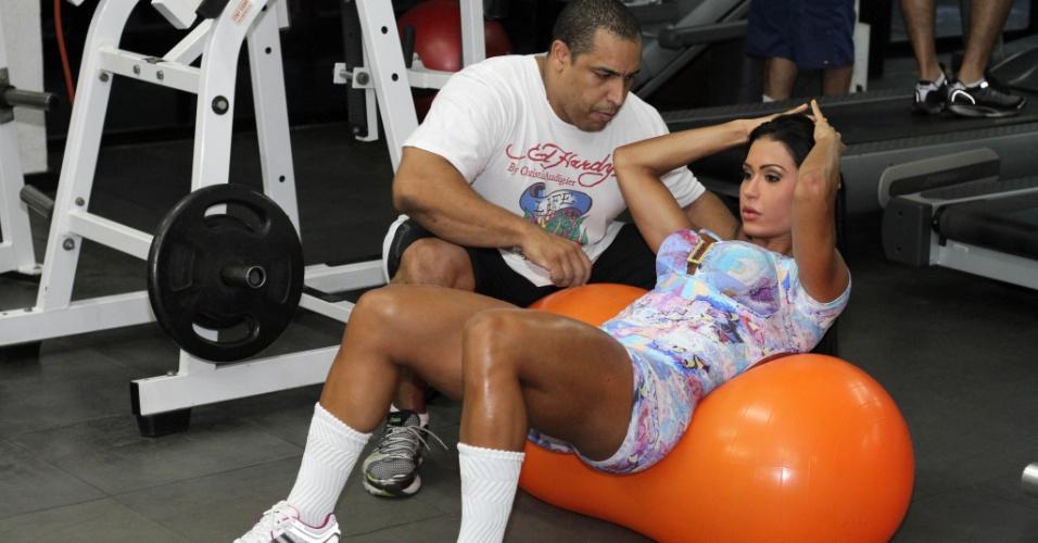 No treinamento, Gracyanne é assessorada pelo personal trainner Xande Negão, que está com a modelo há cinco anos