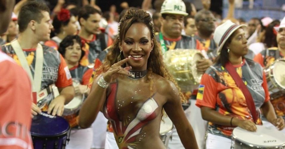 Rainha de bateria da Estácio de Sá, Luana participa do ensaio técnico da escola (28/1/12)
