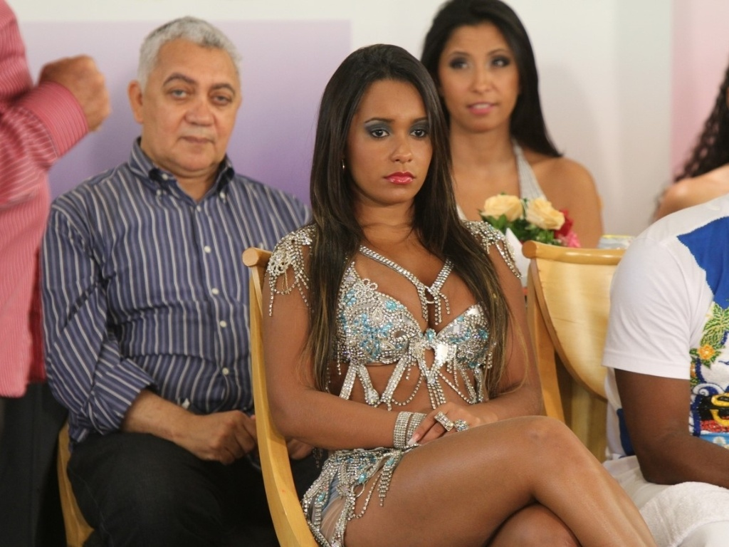 Rassa de Oliveira, rainha da bateria da Beija-flor, participa da gravao do programa 