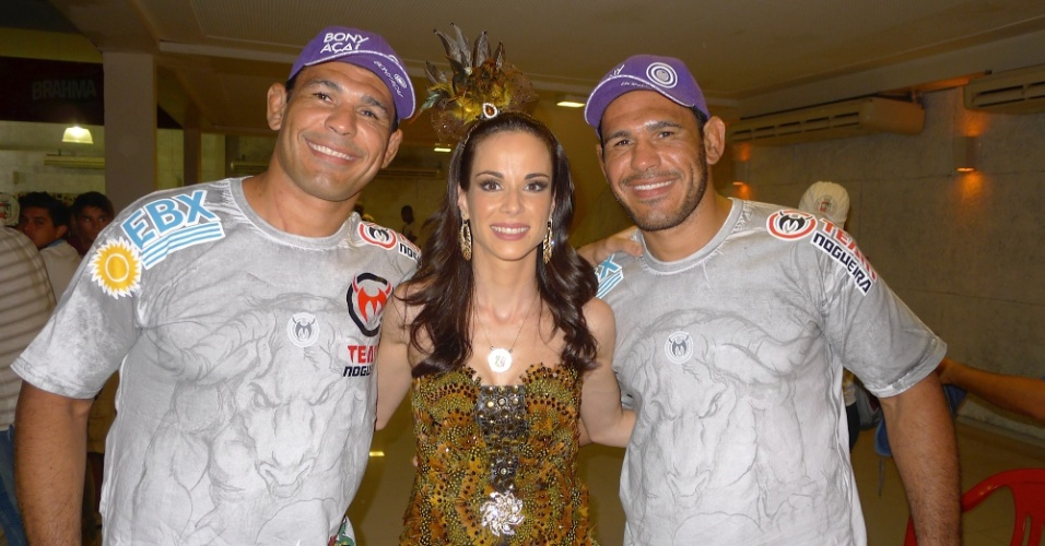 Rainha de bateria da Grande Rio, a apresentadora Ana Furtado esteve na noite dessa terça-feira (31/01/12) em ensaio da escola, na quadra, em Caxias. Também estiveram presentes os irmãos lutadores Minotauro e Minotouro