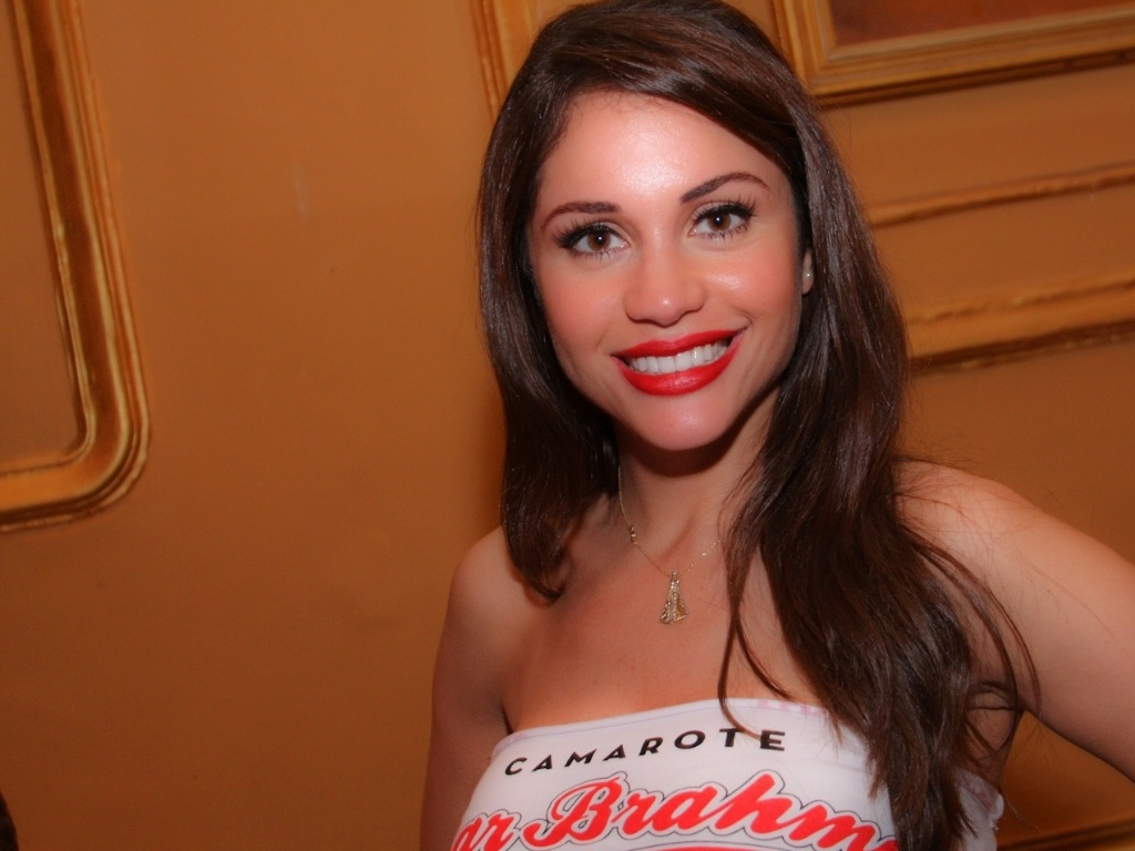A ex-BBB Maria Melilo compareceu ao Happy Hour pr-Carnaval do Bar Brahma, em So Paulo (01/02/12)
