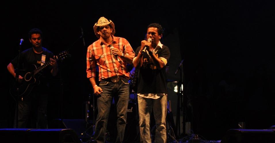 Frank e Alex se apresentaram na segunda-feira (30/01/12) na Festa da Purificação, na Bahia. A festa é tradicional em Santo Amaro da Purificação, no Recôncavo Baiano, e exalta a padroeira da cidade, Nossa Senhora da Purificação
