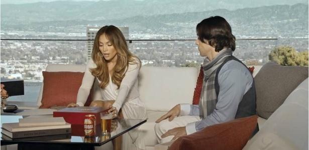 Frame da campanha de Brahma para o Carnaval 2012. No comercial, a cantora Jennifer Lopez deverá receber a camiseta para o Camarote da marca no Rio