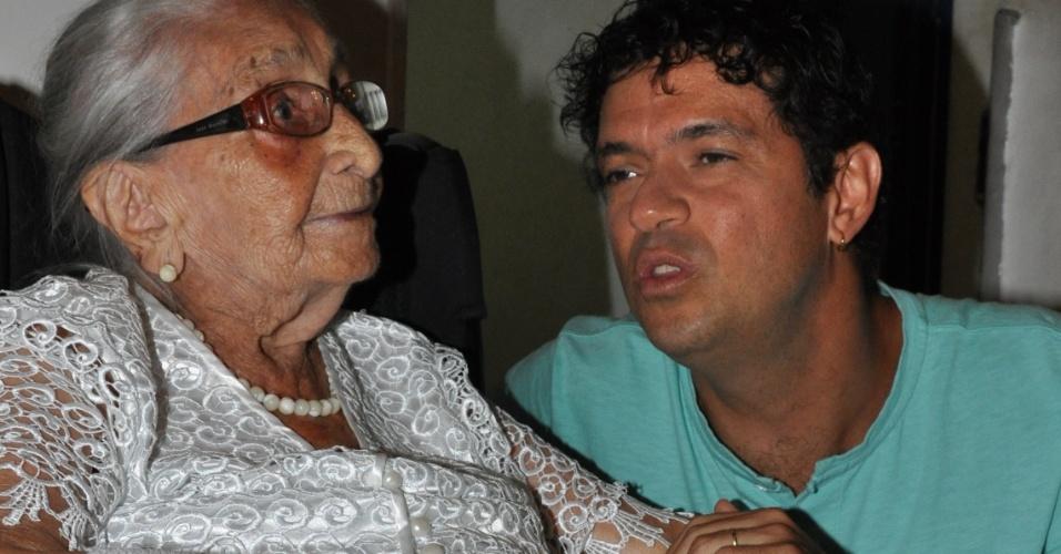 O cantor Jorge Vercillo também visitou Dona Canô, mãe de Caetano Veloso e Maria Bethânia (02/02/12). Seu show na Festa de Purificação, tradicional em Santo Amaro, no Recôncavo Baiano, foi cancelado devido à greve de policiais militares da Bahia.