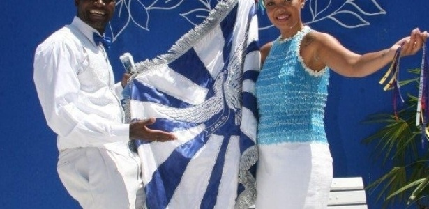 Casal de mestre-sala e porta-bandeira da Portela posa para fotos na reinauguração da quadra da escola (4/2/12)