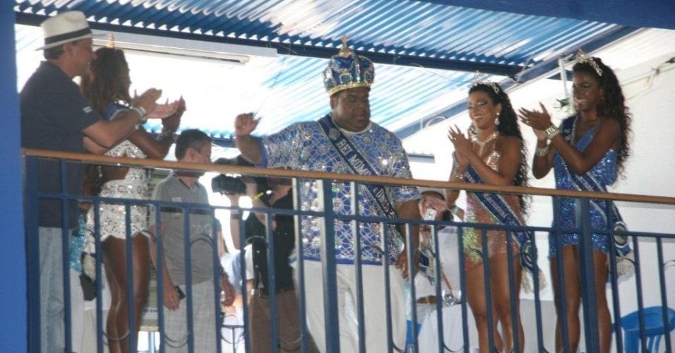 Corte do Rei Momo marca presença na reinauguração da quadra da Portela. A escola contou com investimento de R$3,5 milhões da Prefeitura do Rio (4/2/12)
