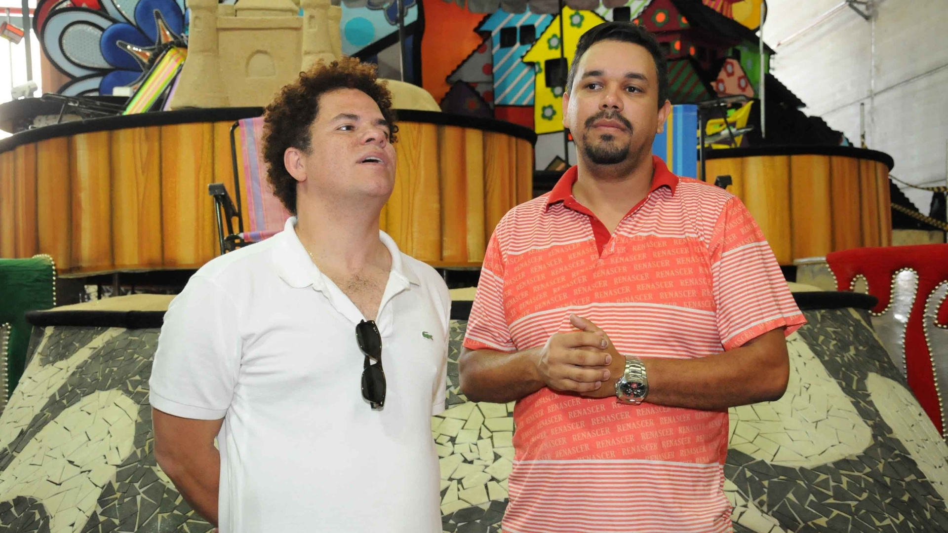 O artista plstico Romero Britto visitou nesta quinta-feira (09/02/12) o barraco da escola de samba carioca Renascer de Jacarepagu. Com o enredo 
