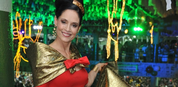 A atriz Sônia Braga prestigiou o Baile Siri na Lata, no Recife (10/2/12)