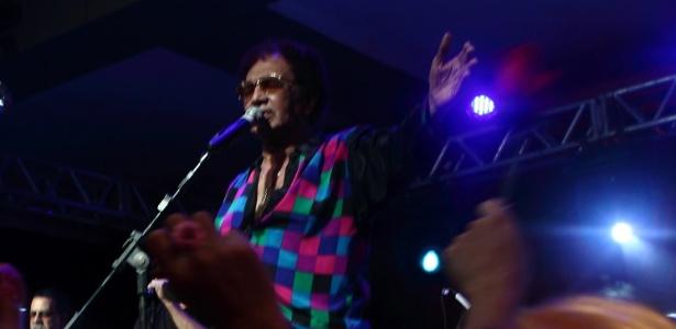 Reginaldo Rossi canta em baile de Carnaval em Recife, em 2012