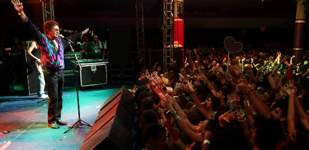 O cantor Reginaldo Rossi foi a atração principal do I Love Cafusú, em Recife (10/2/12)