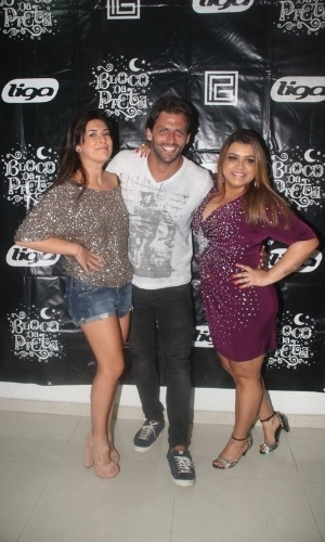 Fernanda Paes Leme, Henri Castelli e Preta Gil posam para fotos aps show da cantora na quadra da Unidos de Vila Isabel (10/02/12). Na ocasio, Henri Castelli comemorou seu aniversrio de 34 anos.