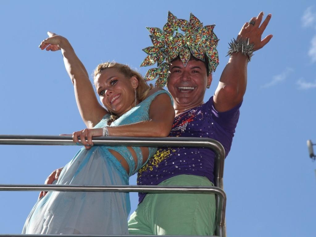 A atriz Carolina Dieckman e David Brazil compareceram ao bloco de Preta Gil que leva o nome da cantora,