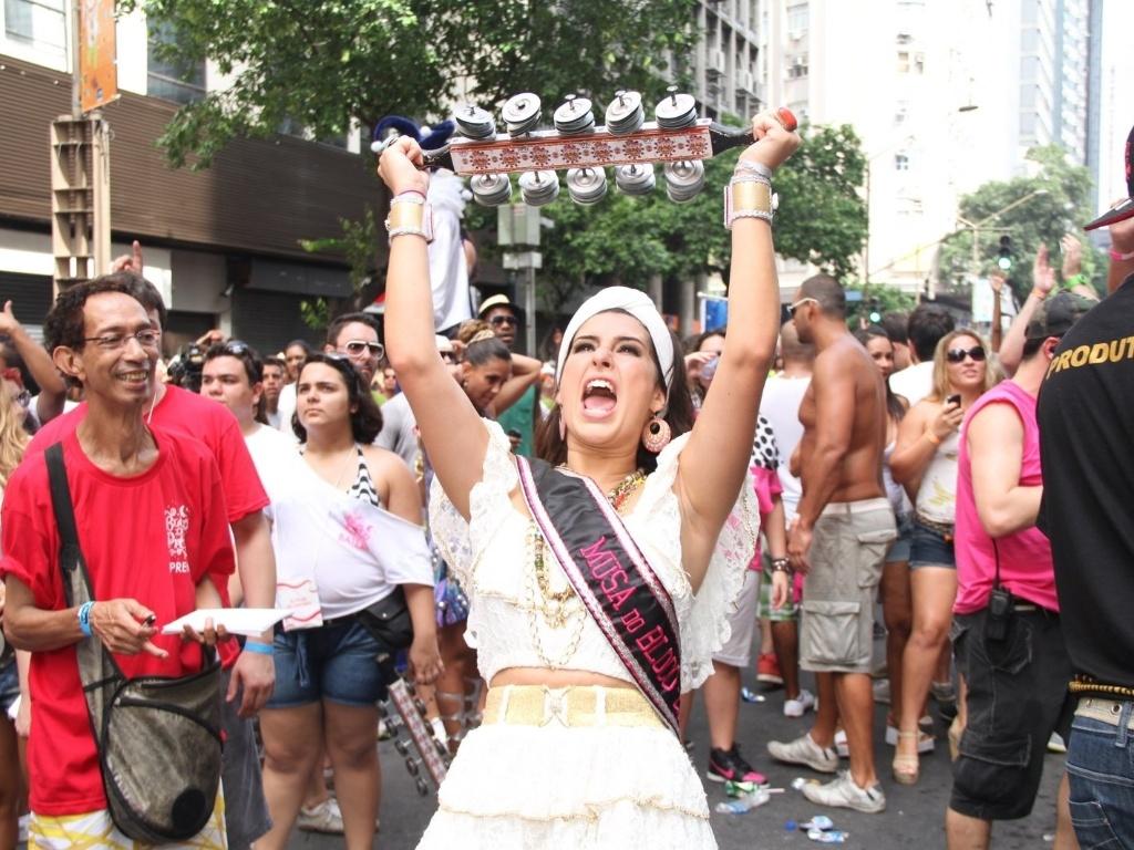 A atriz Fernanda Paes Leme compareceu ao bloco de Preta Gil que leva o nome da cantora,