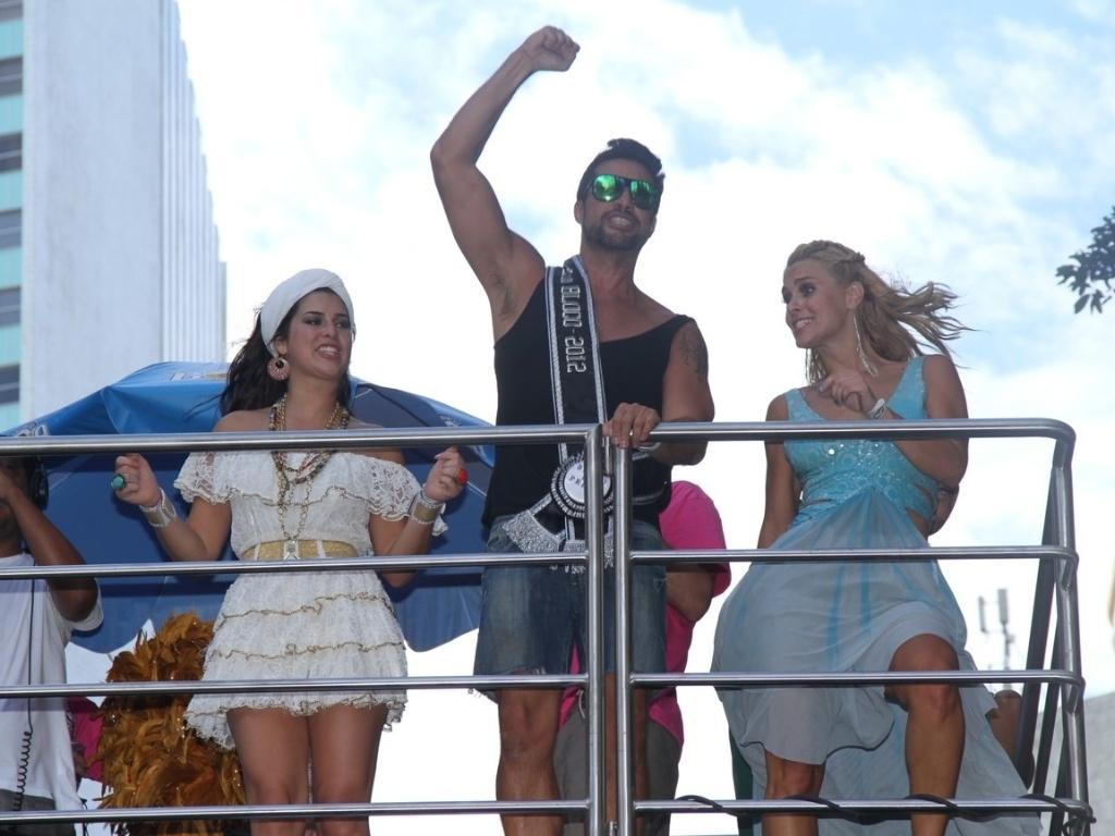 As atrizes Carolina Dieckman e Fernanda Paes Leme compareceram ao bloco de Preta Gil que leva o nome da cantora,