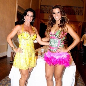 Scheila Carvalho, que será madrinha das musas da Mangueira este ano, e Renata Santos, rainha da escola, posam para fotos durante feijoada da escola (12/2/12)