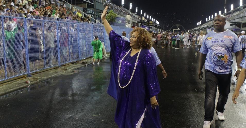 A cantora Alcione prestigiou ensaio da Beija-Flor no sambódromo do Rio no domingo (12/2/12)