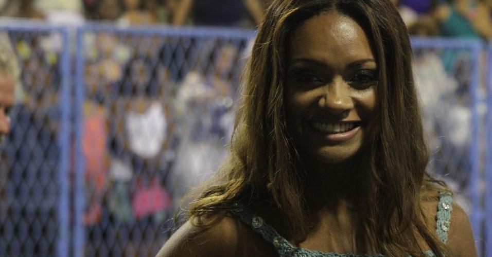 A ex-BBB Jaqueline participou de ensaio da Beija-Flor no sambódromo do Rio no domingo (12/2/12)