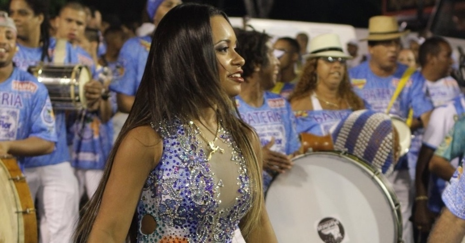 Ra&#237;ssa de Oliveira, rainha de bateria da Beija-Flor de Nil&#243;polis, participa de ensaio da escola no samb&#243;dromo do Rio no domingo (12/2/12)