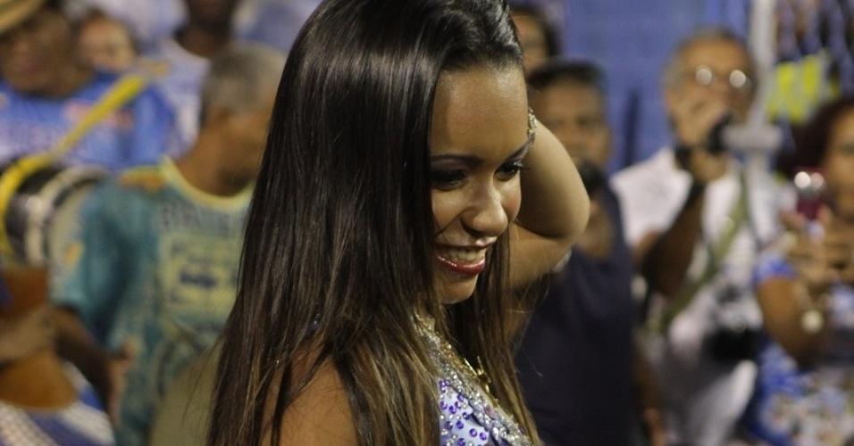 Raíssa de Oliveira, rainha de bateria da Beija-Flor de Nilópolis, participa de ensaio da escola no sambódromo do Rio no domingo (12/2/12)