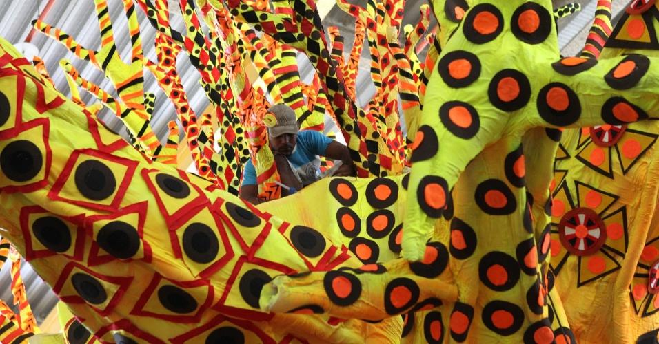 As estampas africanas vão dar o tom do desfile da Vila Isabel, neste Carnaval, a última escola a fechar o primeiro dia do Especial na Marquês de Sapucaí no Rio de Janeiro (10/2/12)