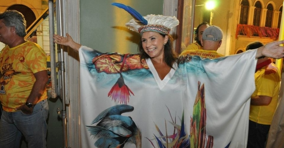 Faf de Belm exibe sua fantasia no Carnaval de Recife (14/2/12)
