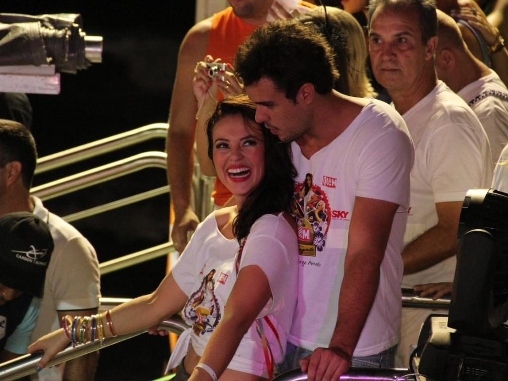 Paola Oliveira curte trio eletrico da cantora Ivete Sangalo acompanhada do marido (16/2/12)