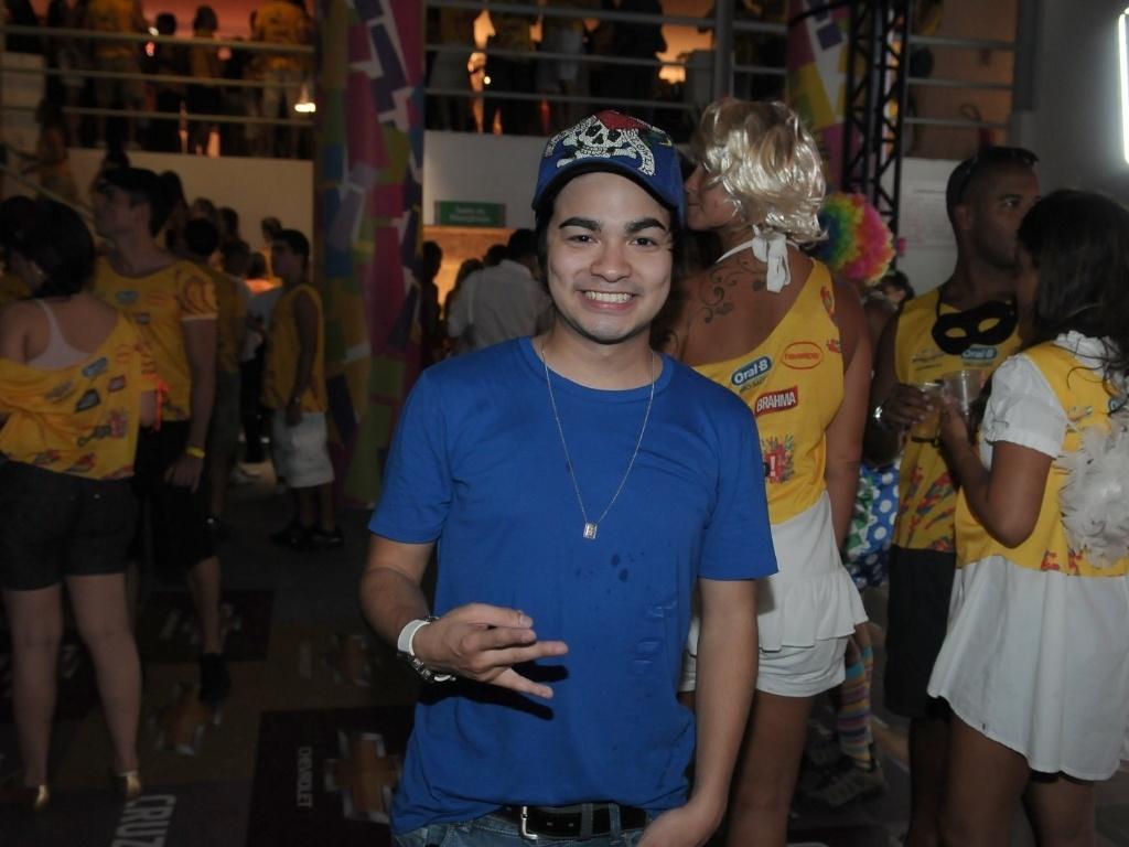 Yudi Tamashiro se divertindo no Camarote Contigo em Salvador (16/2/12)