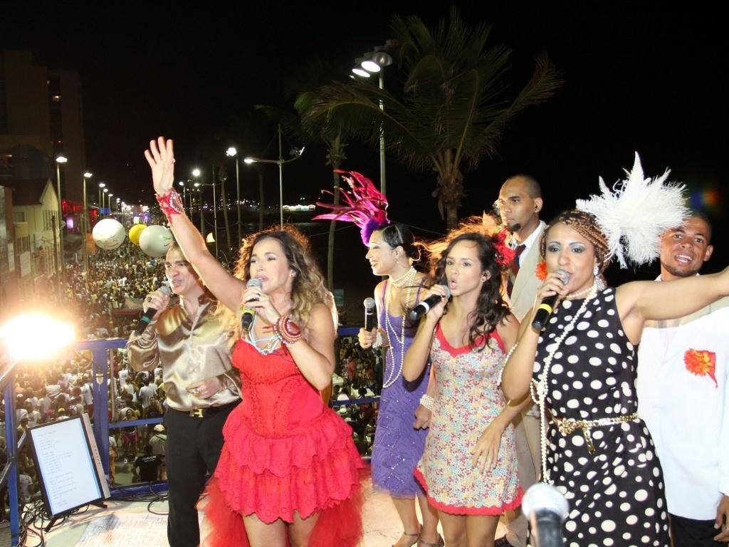 Daniela Mercury canta no trio elétrico do circuito Barra-Ondina (Dodô), em Salvador. No Carnaval deste ano, a cantora faz uma homenagem a Jorge Amado (17/2/12)