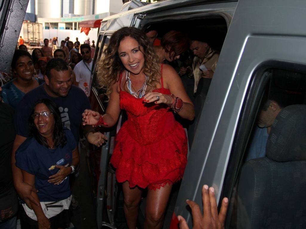 Daniela Mercury chega em van para cantar em trio no circuito Barra-Ondina (Dodô), em Salvador (17/2/12)