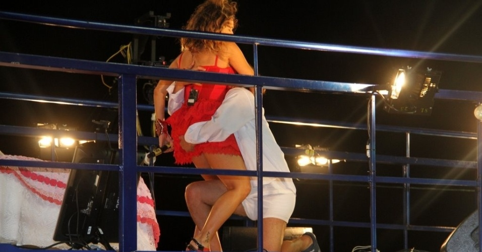 Daniela Mercury encena