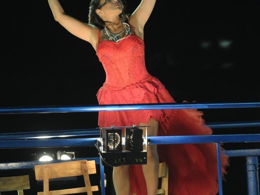 Daniela Mercury usa vestido inspirado em Dona Flor no trio no circuito Barra-Ondina (Dodô), em Salvador. No Carnaval deste ano, a cantora faz uma homenagem a Jorge Amado (17/2/12)