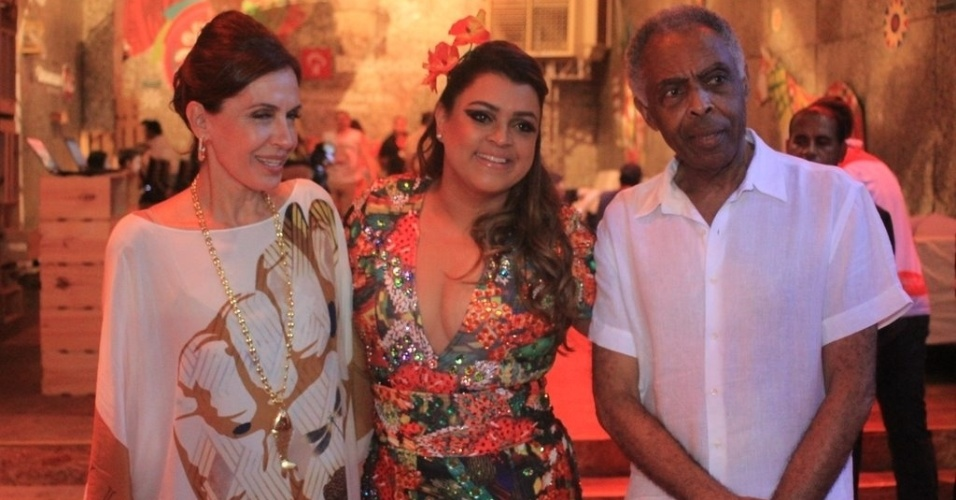 Flora, Preta e Gilberto Gil posam para foto no camarote Expresso 2222 na tarde de sexta (17/2/2012)