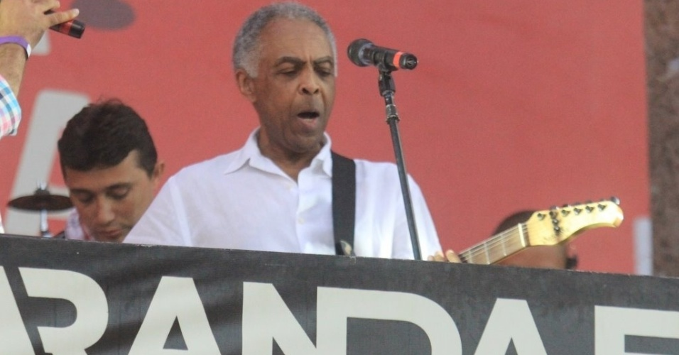 Gilberto Gil canta no camarote Expresso 2222, na Varanda El&#233;trica (17/2/2012)