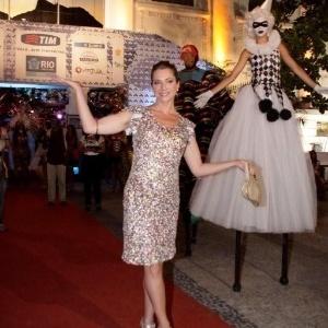 Letícia Spiller apareceu e se divertiu no Baile Oficial de Carnaval da cidade do Rio de Janeiro na noite da última quinta (16/02/2012)