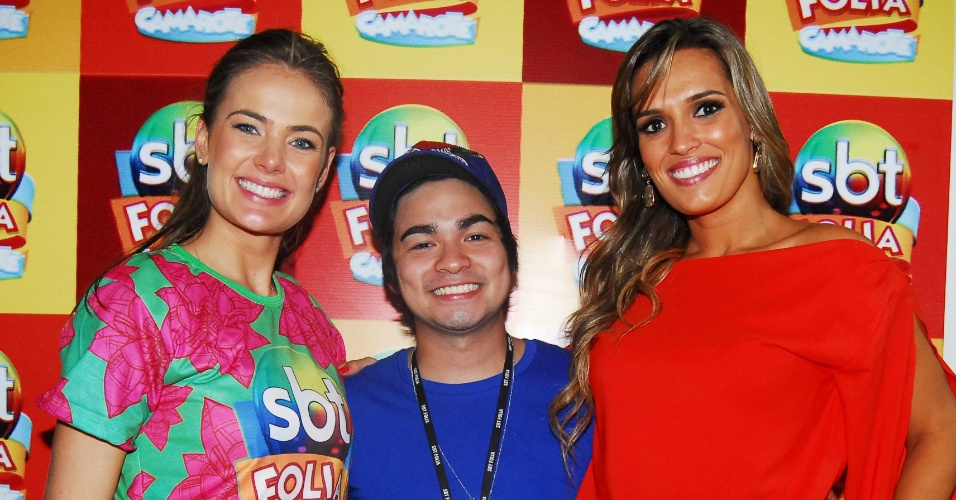 Tha&#237;s Pacholek, Yudi e Karyn Bravo no camarote do SBT em Salvador na madrugada desta sexta (17/2/12)