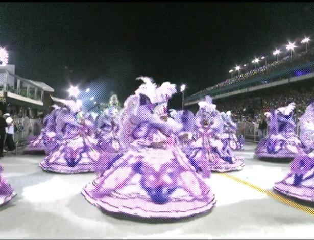 Ala das baianas mostra a porção mulher que se revela (18/2/2012). O enredo da escola traça a história da mulher brasileira