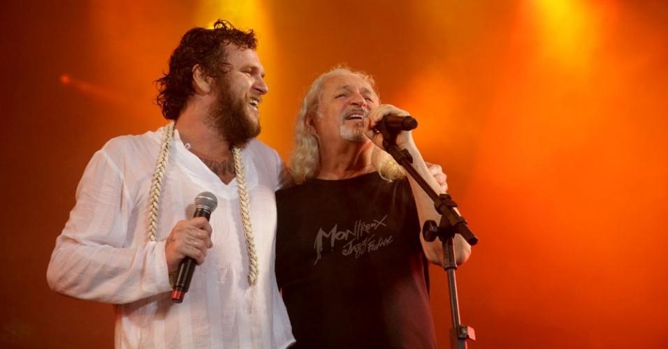 Alceu Valença canta junto de Otto em Recife (18/2/12)