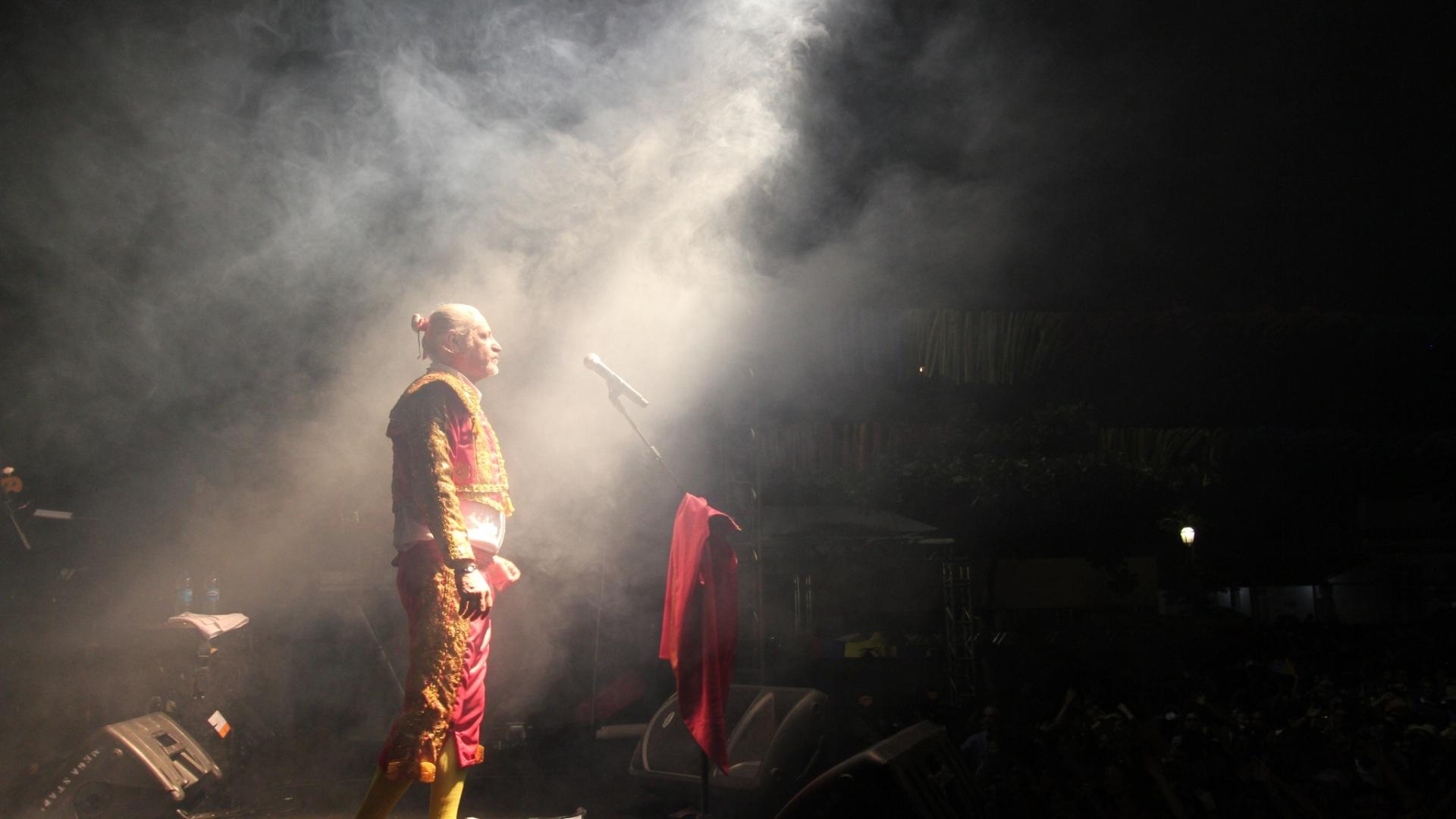 Alceu Valença homenageou Luiz Gonzaga ao cantar ?Juazeiro? em Olinda (16/2/12)