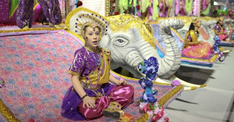 Carro alégorico Historias de Amor - O Palácio Taj Mahal, no desfile da Camisa Verde e Branco no Anhembi, em São Paulo (17/2/12)