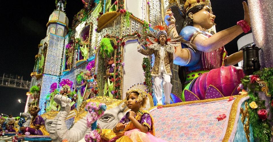 Carro alegórico Historias de Amor - O Palácio Taj Mahal, no desfile da Camisa Verde e Branco no Anhembi, em São Paulo (17/2/12)