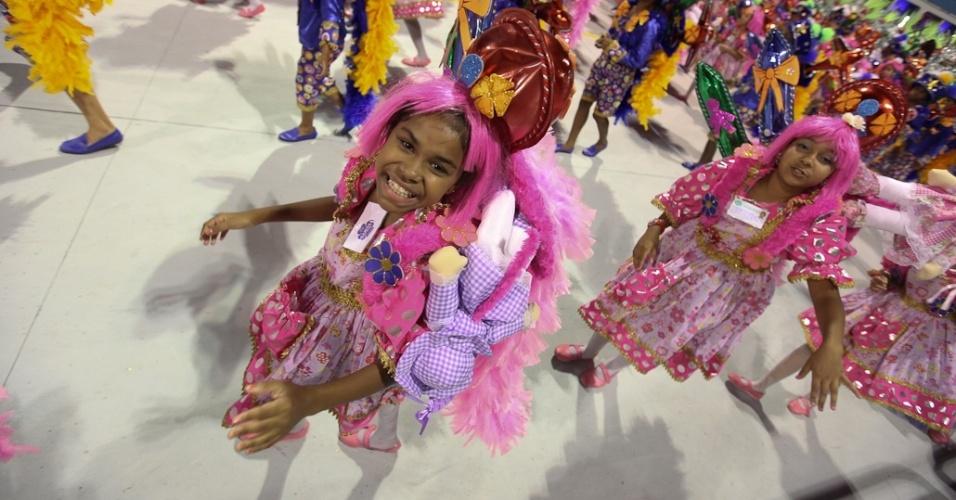 Crianças no desfile da Camisa Verde e Branco, no Anhembi, em São Paulo (17/2/12)