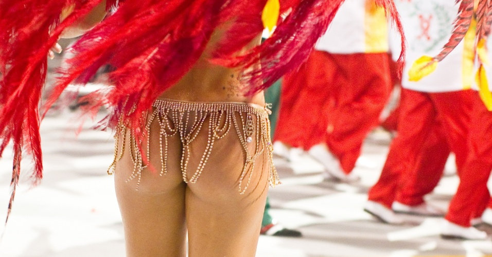 Detalhe do bumbum da miss bumbum 2011, Rosana Ferreira, que desfilou na X-9 Paulistana (18/2/2012)