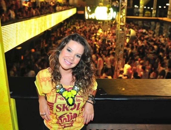 Fernanda Souza aproveita o Carnaval de Salvador no camarote da Skol (17/2/12)