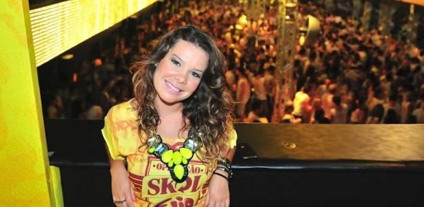 Fernanda Souza aproveita o Carnaval de Salvador no camarote da Skol (17/2/12)