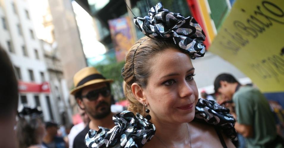 Leandra Leal é porta-estandarte do bloco, o mais antigo do Rio de Janeiro (18/2/12)
