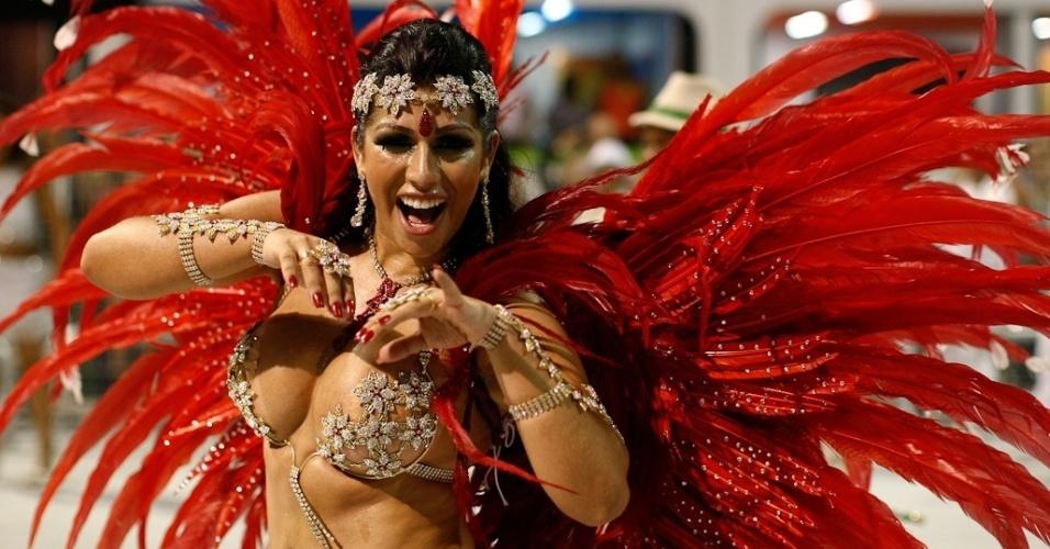 Mulher Moranguinho, musa da Camisa Verde e Branco, desfila no Anhembi, em São Paulo (17/2/12)