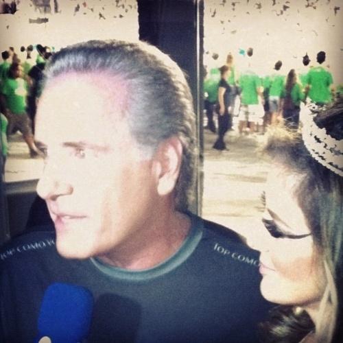 Roberto Justus no camarote do Carnaval de São Paulo, na madrugada de sábado (18/2/12)
