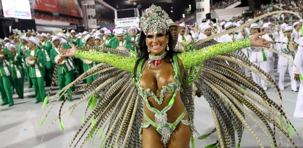 Solange Gomes, madrinha de bateria da Camisa Verde e Branco, desfila no Anhembi, em So Paulo (17/2/12)